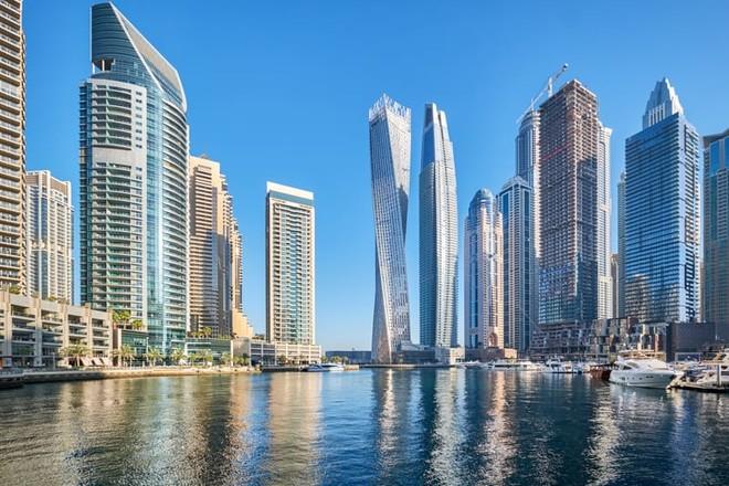 دبي تتوقع انتعاشا اقتصاديا من توسيع نطاق التأشيرات الذهبية في الإمارات