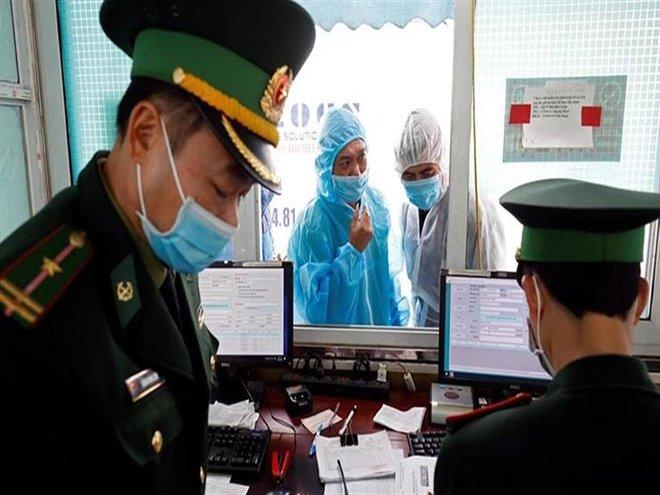 هيئة الطيران المدني في فيتنام تفرض غرامة على الركاب الذين لا يرتدون الكمامات