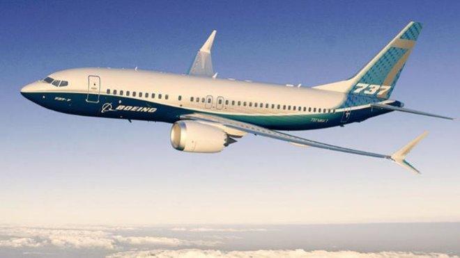 """""""دبي لصناعات الطيران"""" تسلم أول طائرة """"بوينج 737 ماكس 8"""" لشركة """"أميركان إيرلاينز"""""""