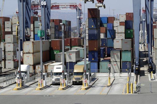 عجز التجارة الأمريكي يرتفع 1.7% خلال أكتوبر