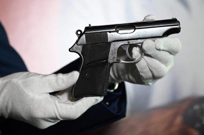 بيع مسدس جميس بوند بـ 256 ألف دولار