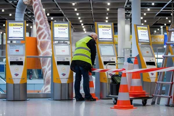 """مقابل ضمانات بوقف التسريح.. طواقم """"لوفتهانزا"""" الأرضية توافق على توفير 200 مليون يورو"""