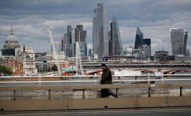 عجز الميزانية البريطانية يسجل ثالث أعلى زيادة له على الإطلاق
