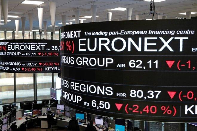 أسهم أوروبا تبلغ قاع شهر بعد مبيعات في وول ستريت