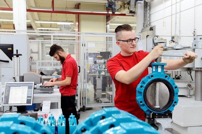 البطالة ترتفع إلى 5.1 % في بريطانيا .. 2.6 مليون شخص يتلقون مساعدات