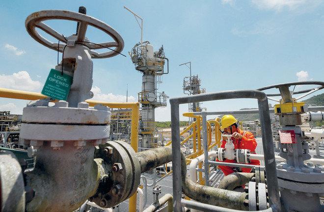 صادرات إيران النفطية تهبط إلى 238 ألف برميل يوميا في فبراير