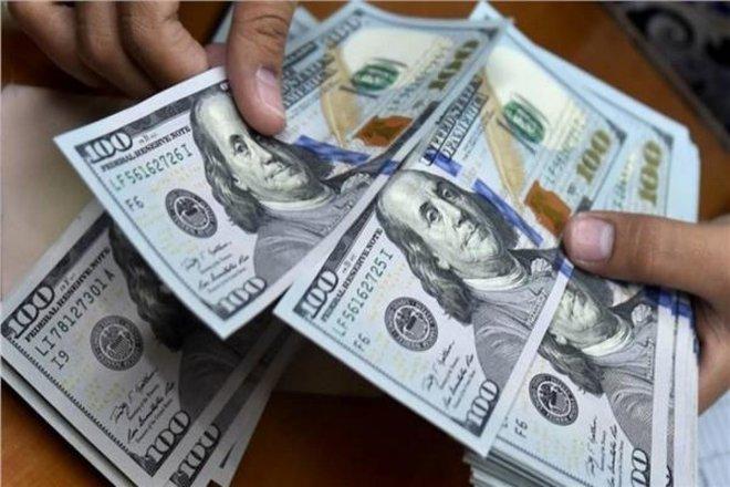 الدولار يرتفع مع استقرار العائدات الأمريكية