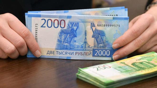 الروبل الروسي يهبط مقابل الدولار متضررا من تهديد أمريكي بعقوبات