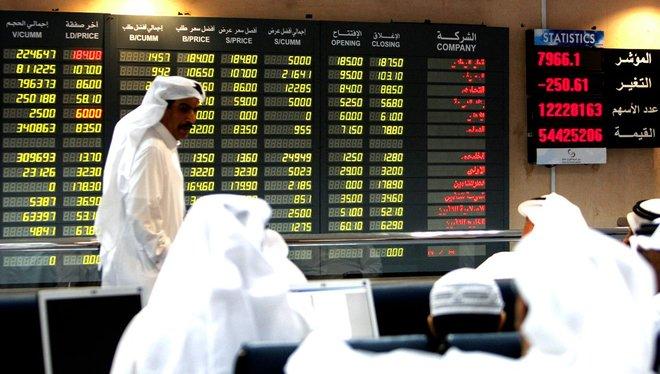 تراجع معظم أسواق الخليج بفعل إغلاقات أوروبا ومخاوف من ضرائب أمريكية
