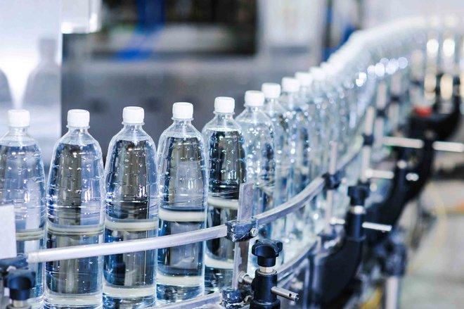 الغذاء والدواء : مصانع المياه المعبأة في السعودية تخضع لبرنامج رقابي شامل