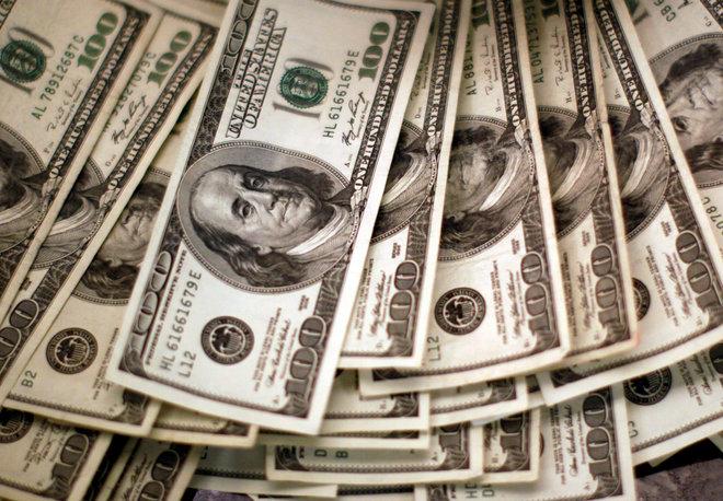 الدولار قرب أدنى مستوى في شهر مع ضغط مبيعات دين قوية على السندات الأمريكية