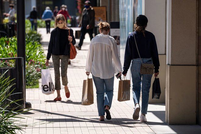 5.4 تريليون دولار ادخار المستهلكين منذ بدء الجائحة .. تعادل 6 % من الناتج الإجمالي العالمي