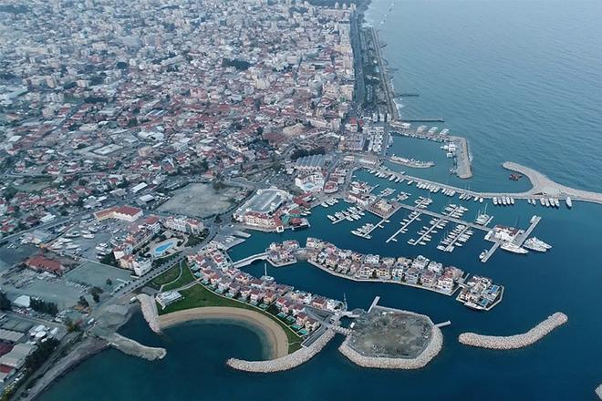 قبرص تعفي زوارها الحاصلين على لقاح لكورونا من العزل