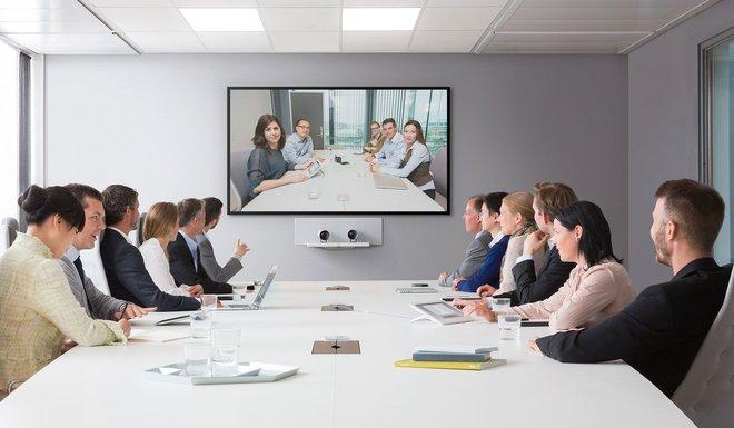 دراسة : أصوات النساء أقل كفاءة في مؤتمرات الفيديو
