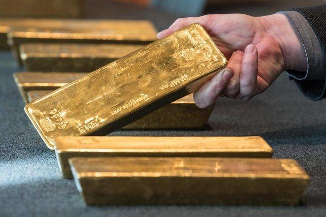 """الذهب يهبط وسط مخاوف من تراجع """"الفيدرالي"""" عن سياسة تثبيت الفائدة"""