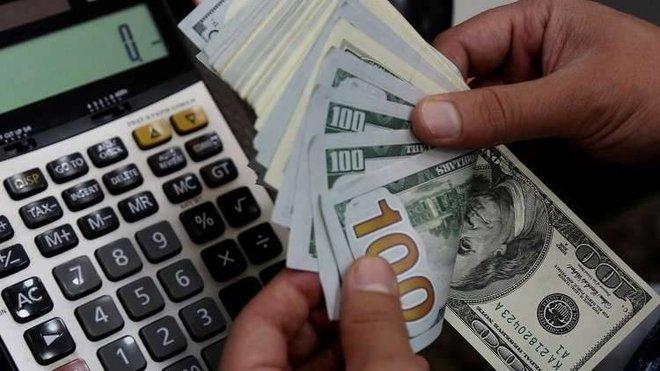 الدولار قرب أدنى مستوى في أسبوعين مع انخفاض العوائد الأمريكية