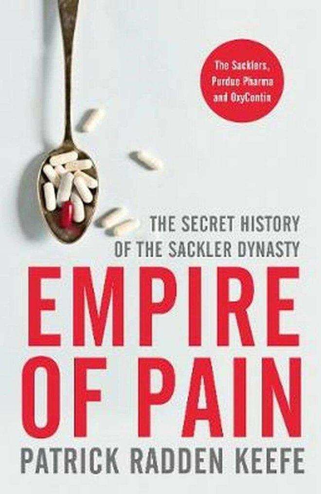صعود وسقوط إمبراطورية الألم .. قصة عائلة ساكلر والمواد الأفيونية