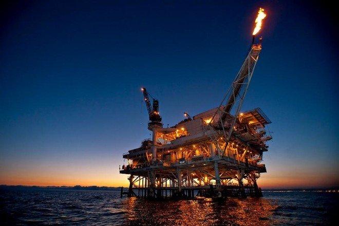 النفط يصعد باتجاه أعلى مستوياته في عامين .. برنت والأمريكي يقفزان 1.8 %