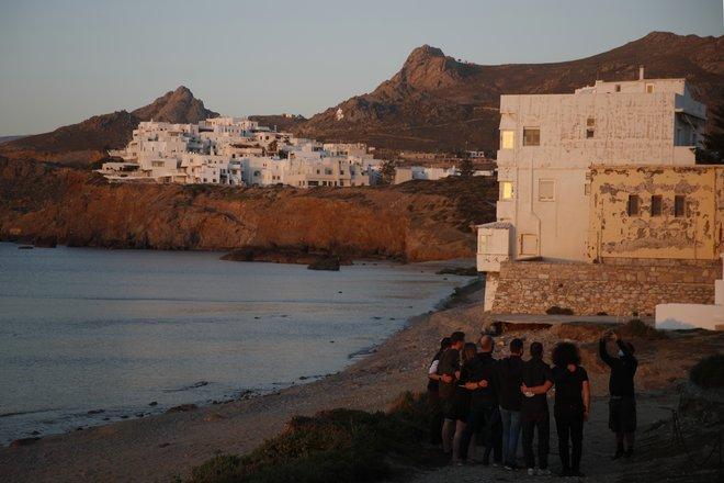 اليونان تفتح أبوابها أمام السياح والأمريكيون يتخلون عن الكمامة