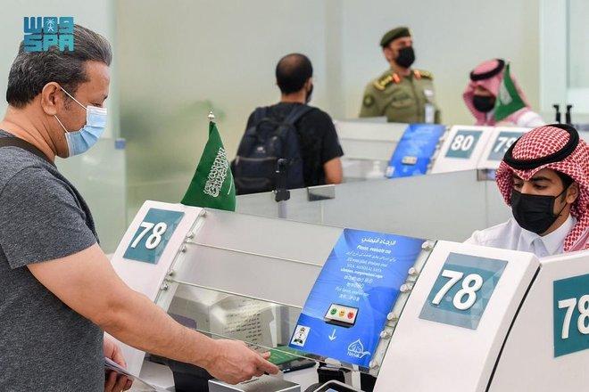 بدء أولى الرحلات الدولية من مطار الملك خالد الدولي