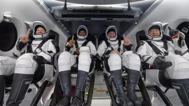 """عودة أربعة رواد من محطة الفضاء الدولية في مركبة لـ""""سبايس إكس"""""""