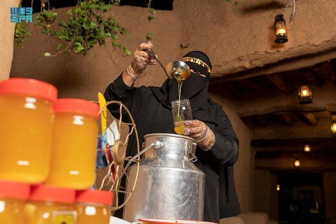صناعة السمن البري في الجوف .. حرفة يدوية تحقق عوائد اقتصادية