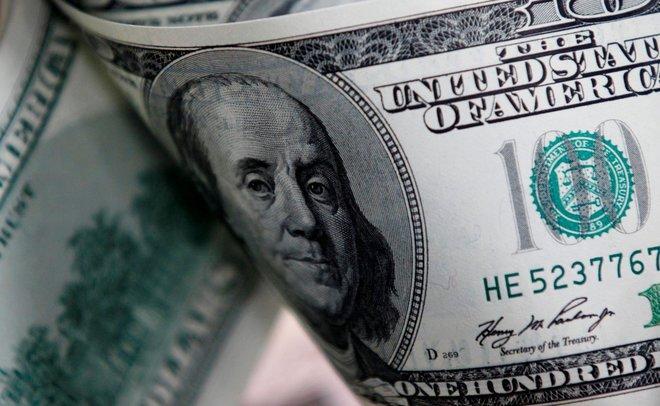"""الدولار يهبط بعد محضر الاحتياطي الاتحادي و""""بيتكوين"""" تقفز 10%"""