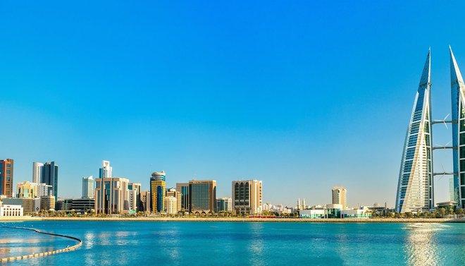 البحرين تشدد قيود مكافحة كورونا وتغلق المتاجر والمطاعم أسبوعين