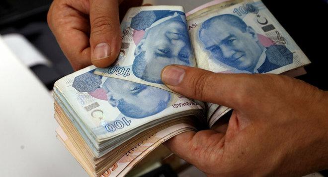 الليرة التركية تتراجع إلى أدنى مستوى لها على الإطلاق عند 8.6 مقابل الدولار