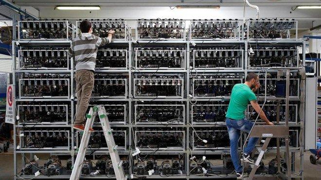 """العثور على منجم للعملات المشفرة في بريطانيا .. سرقة كهرباء لتعدين """"بيتكوين"""""""