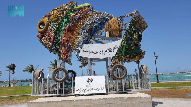 طالبات سعوديات يحولن مخلفات البحر إلى مجسمات جمالية