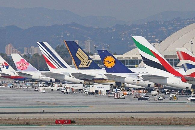 شركات الطيران تضغط على أمريكا وبريطانيا لرفع القيود على السفر