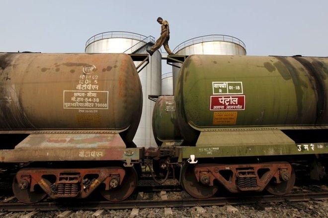 ارتفاع واردات النفط الهندية في مارس لكن الجائحة تلقي بظلالها
