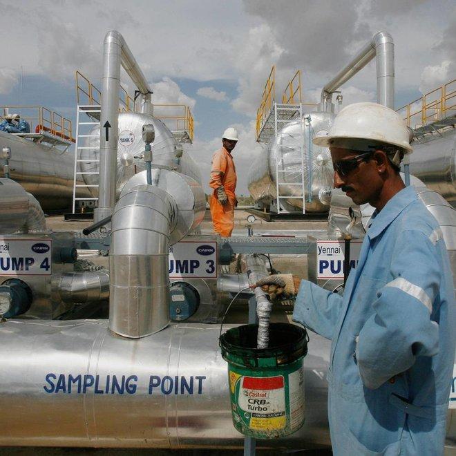 التقلبات السعرية تهيمن على أسواق النفط .. تباين في تقديرات تعافي الطلب