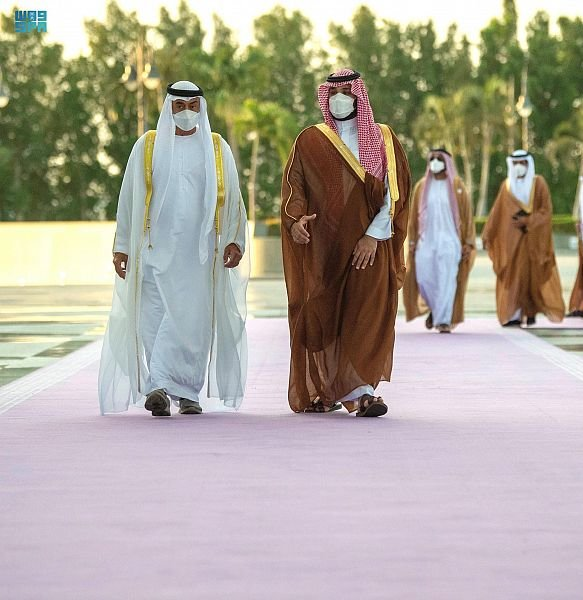 ولي العهد يبحث مع الشيخ محمد بن زايد التطورات الإقليمية والدولية