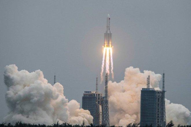 """""""الفضاء الأمريكية"""": بقايا الصاروخ الصيني قد تدخل الغلاف الجوي في نهاية هذا الأسبوع"""