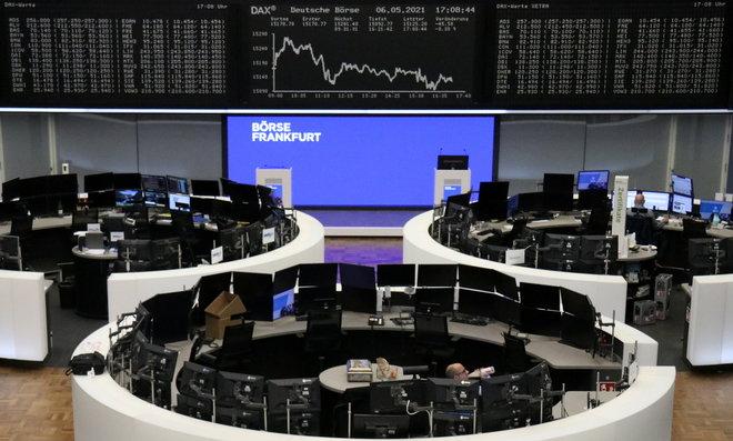 أسهم أوروبا تغلق منخفضة بفعل خسائر قطاع السفر وشركات الأغذية عند أعلى مستوياتها في 14 شهرا