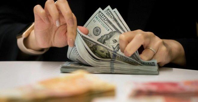 الدولار قرب أدنى مستوى في 5 أشهر والحذر يسود السوق