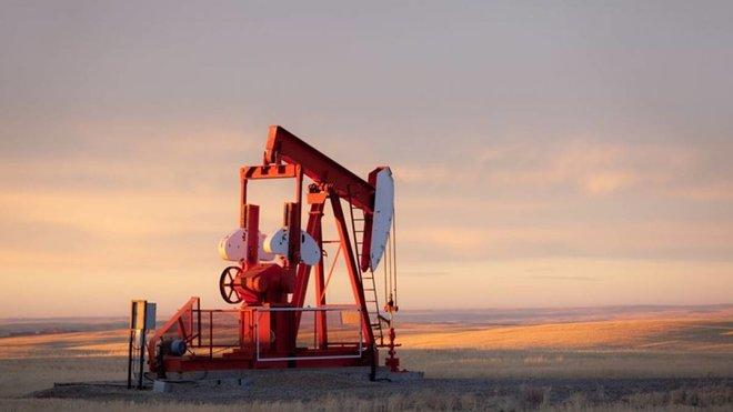أسعار النفط تتماسك رغم التقلبات .. زيادة مخزونات البنزين الأمريكية تربك حسابات السوق