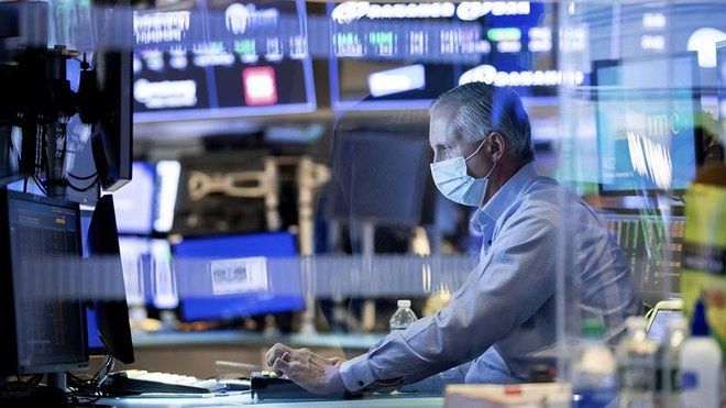 صناديق الأسهم تتلقى أقل تدفقات في 2021 والسندات تستقطب 12.5 مليار دولار