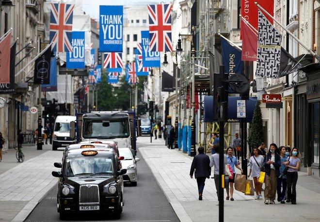الاقتصاد البريطاني ينتعش بسرعة بسبب تخفيف الإغلاق