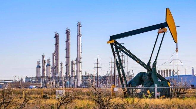 تراجع أسعار النفط 0.6% مع ارتفاع الدولار