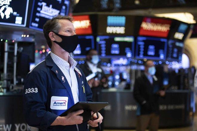 انخفاض مؤشرات الأسهم الأمريكية بفعل ميل «الفيدرالي» صوب تشديد السياسة النقدية