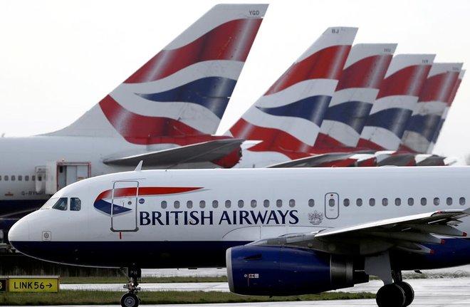 شركات الطيران في بريطانيا تتحدى تحذيرات الإغلاق الرابع