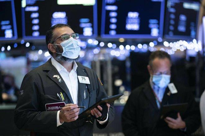 """أداء فاتر لمؤشرات """"وول ستريت"""" .. المستثمرون يترقبون تصريحات """"الفيدرالي"""" بشأن التضخم"""