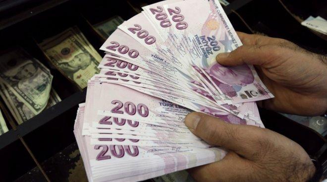 الليرة التركية تفقد أكثر من 1% متجاوزة 8.7 مقابل الدولار