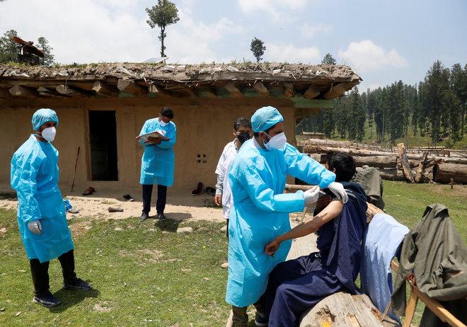 توفير اللقاح والغذاء مجانا سيكلف الهند 11 مليار دولار إضافية