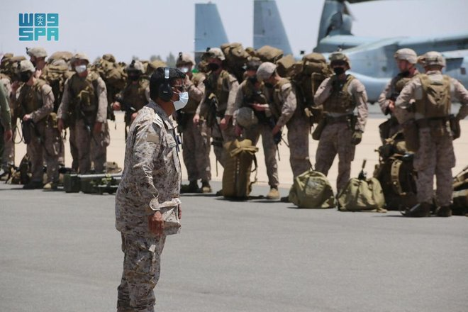 """انطلاق مناورات تمرين """"مخالب الصقر4"""" بين القوات البرية السعودية والأمريكية بالمنطقة الشمالية الغربية"""