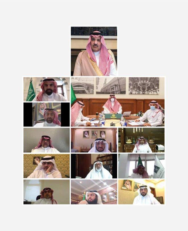 أمير المدينة المنورة ينوه بدعم واهتمام الحكومة بالشباب