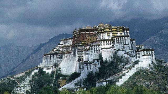"""طفرة عقارية في """"سقف العالم"""" تعمق الهوة بين سكان التيبت"""